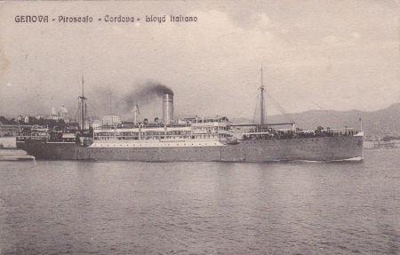 Fotografie parníku Cordova, kterým byl Jaroslav Janda převezen z Valony na Asinaru